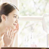 カサカサ乾燥する冬の顔は保湿が重要!潤い肌を作るスキンケアとは